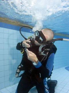 PADI IDC Skill Demonstration Free Flowing Regulator